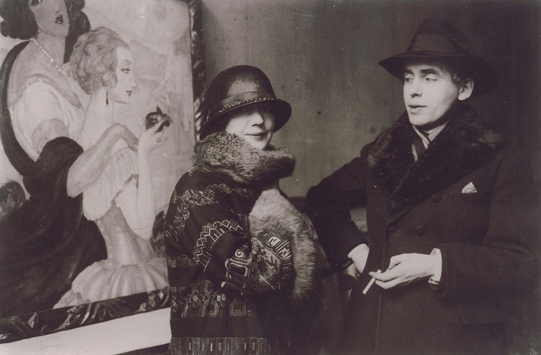 gerda-og-einar-wegener-foran-gerdas-_sur-la-route-d_anacapri_-under-udstillingen-i-ole-haslunds-hus_1924.-foto-det-kongelige-bibliotek