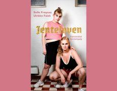 JENTELOVEN. Cecilie interviewer Sofie Frøysaa og Ulrikke Falch på trappen i Politikens Boghal den 27 okt kl.10. Kom glad og tag din teenager med!
